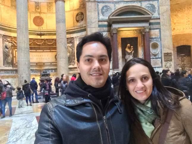 O Panteão por dentro: mármore par todos os lados!